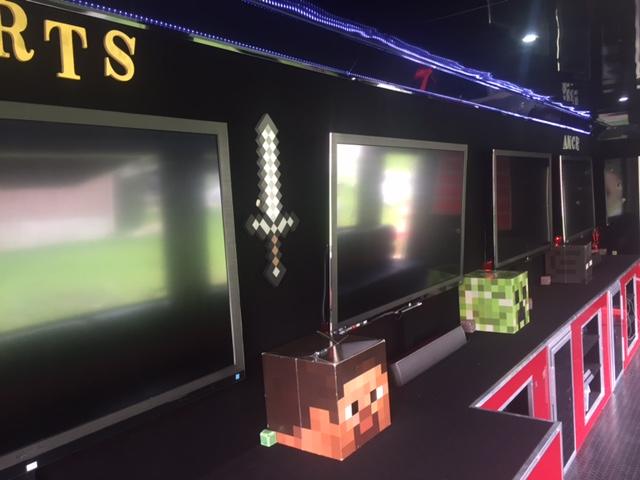 2011 - 7 TV - 10kw Generator - Mobile Game Theater - $58k - Interior 3